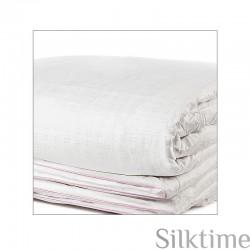 Демисезоннoе одеялo заполнено шелком в марлe