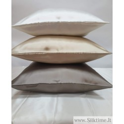 22 momme mulberry silk pillowcases with inside flap at the opening.